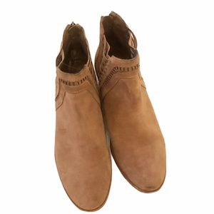 Vince Camuto ankle booties tan suede size 9.5